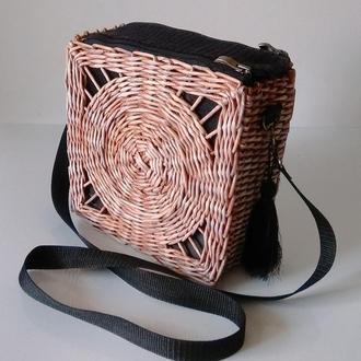 Плетеная сумка из бумажной лозы.