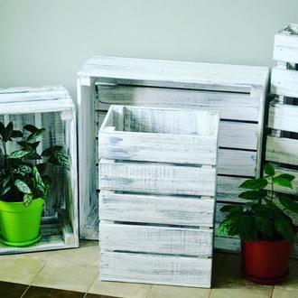 Декоративные деревянные ящики разных размеров.