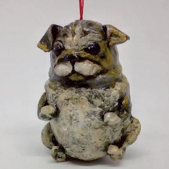 собака мопс елочная игрушка