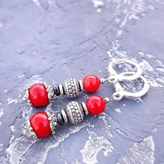 Сережки з натуральними коралами та гематитом срібні застібки серьги с красным кораллом