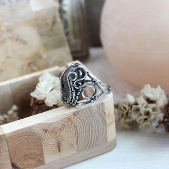 Серебряное кольцо с фиолетовым лабрадоитом