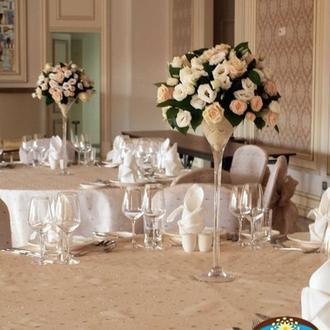 Композиция из цветов на гостевой стол