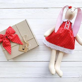 Зайка Тильда в червоному платтячку (+ бантик)