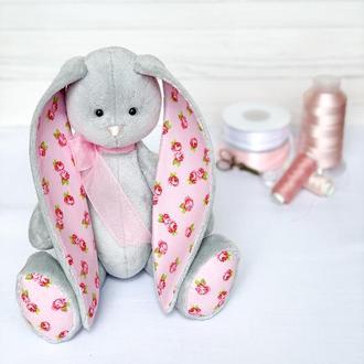 Плюшевий зайчик сірий з рожевими вушками