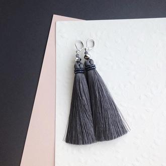 Серьги кисти серого цвета