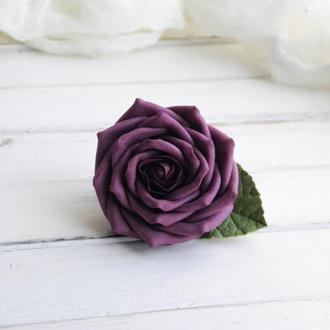 Заколка с бордовой розой в прическу