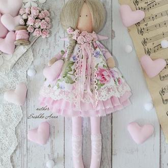 Нежна текстильная кукла в стиле Тильда.