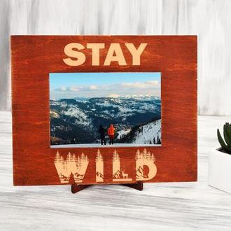 Подарочная рамка для фото из натурального дерева с гравировкой «Stay wild»
