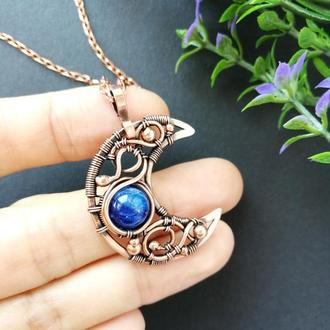 Медный кулон Луна с синим кианитом. Подарок жене на медную свадьбу. Медное украшение