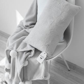 Плед с помпонами,  серый плед, покрывало на кровать. Детский декор в спальню.
