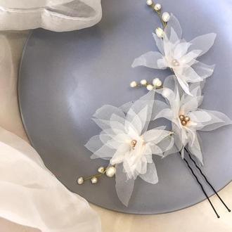 Свадебная шпилька с молочными цветами и жемчугом