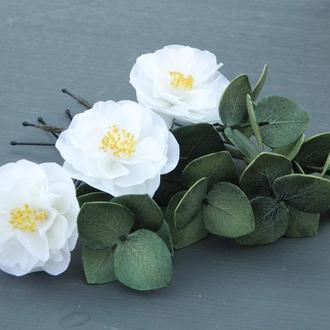 Шпильки с белыми цветами и эвкалиптом в прическу, Красивые шпильки для волос