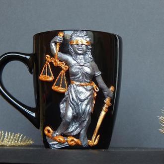 Чашка с Фемидой.Чашка с декором полимерной глиной Фемида.Подарок юристу.