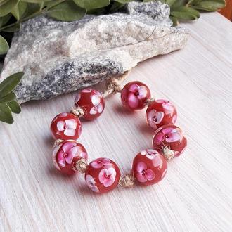 Бусины стеклянные Розовые цветы на бордовом лемпворк