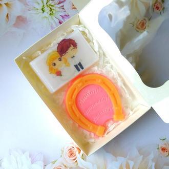 Сувенірна мило: весільний набір: мило з картинкою і підкова