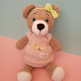Вязаный медвежонок в платье. Плюшевый мишка