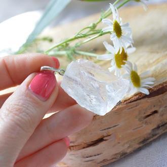 Кулон из необработанного камня ′Горный хрусталь′ на серебре