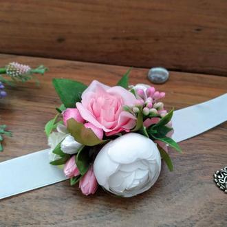 Бутоньерка на руку в розовом цвете Повязка на руку для подружек невесты