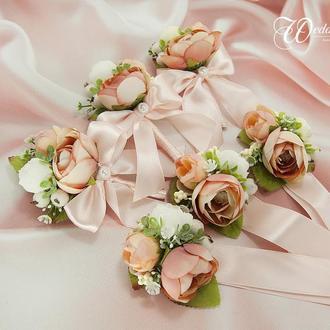 Бутоньерки для гостей / Пудровые бутоньерки / Цветы для гостей