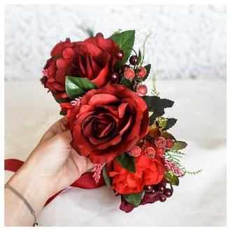 Пышный веночек на голову из бордовых роз