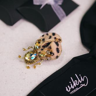 Брошка леопардовий жук. Жук брошка. Подарунок