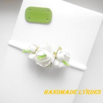 Повязка для девочки с белыми цветами