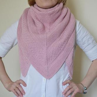 Розовый треугольный платок из хлопка и мериноса. Вязаная шаль. Теплый бактус из мериноса и хлопка