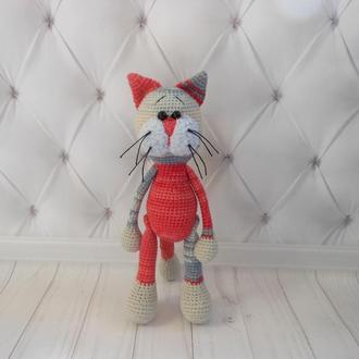 """Вязаная игрушка """"Красно-серый котик"""""""