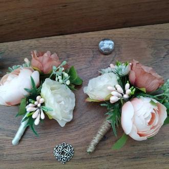 Коралловая бутоньерка для жениха Бутоньерка для свидетеля в коралловом цвете Свадебные бутоньерки