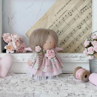Нежная текстильная кукла-ангел.