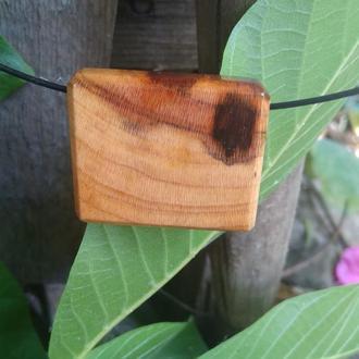 Чокер с деревянным кулоном