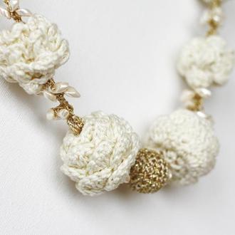 Вязаные бусы Молочно-белые и светлое золото Бохо Подарок на Новый год