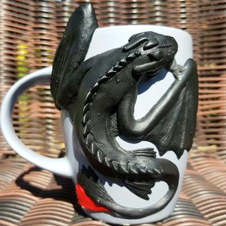 Кружка с драконом БЕЗЗУБИК из полимерной глины.