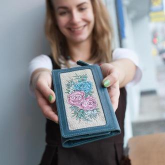 Голубой кожаный кошелек клатч с цветочной росписью