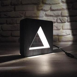 Деревянный светильник-ночник треугольник