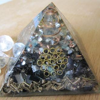 Пирамида оргонит оберег. Гармонизация пространства. На рабочий стол