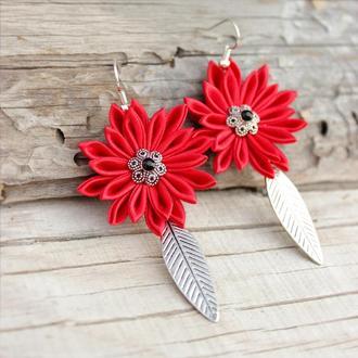 Червоні сережки  з листочками, літні сережки з квітами