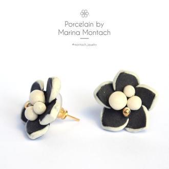 Серьги цветы чёрные белые
