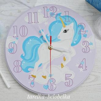 Часы с Единорогом