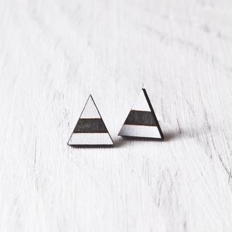Бело черные серьги гвоздики, сережки треугольники