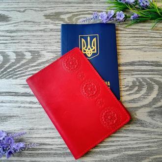 Обложка на паспорт красные цветы