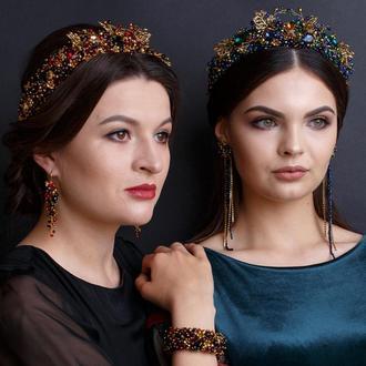 Корона для королевы и длинные сережки: бирюзовая, красно-золотая и черно-золотая