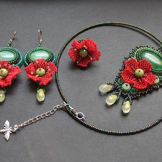 Комплект з червоними квітками