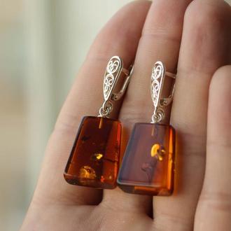 Висячие серебряные серьги с янтарем