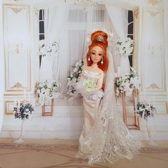 Рыжеволосая длинноволосая кукла-невеста