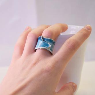 Необычное голубое кольцо