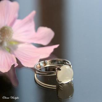Серебряное кольцо с белым ониксом, кольцо с камнем, перстень с белым ониксом
