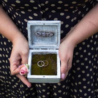 шкатулка для свадебных колец с мхом