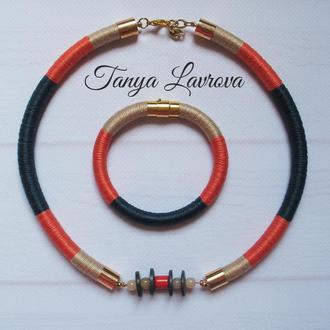 Комплект : браслет, серьги и колье жгуты.