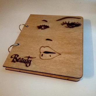 """Деревянный блокнот """"Beauty"""" (на кольцах, с ручкой), подарок косметологу парикмахеру бровисту, визаж"""